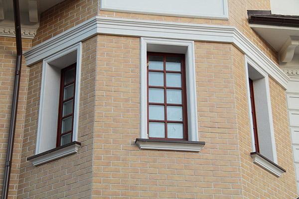 фасадная лепнина для окон дома