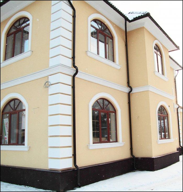 подоконник окна на фасаде