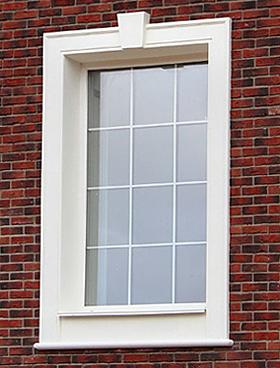 наличник окна на фасаде дома