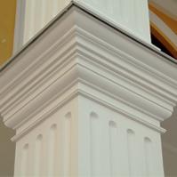 колонна с канелюрами и капителью из полимербетона, карниз балкона
