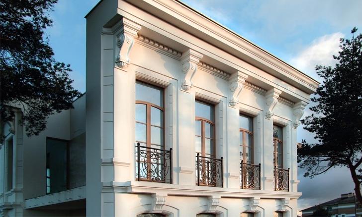 кронштейны на фасаде из белого полимербетона
