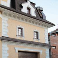 оформление углов дома рустами, сандрик, подоконник и замковые камни