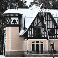фасадный декор на доме из кирпича, фахверк