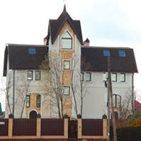 декоративные изделия из полимербетона на окнах и углах дома