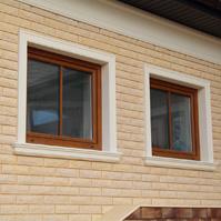 Украшения на окнах фасада наличниками