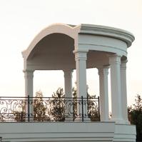 Ротонда с декором в классическом стиле