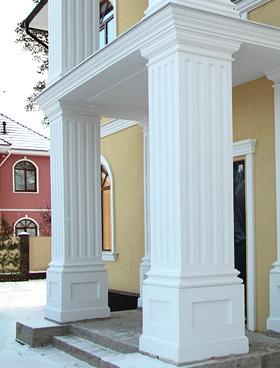колонна на фасаде дома
