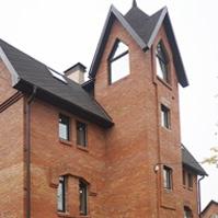 фасад дома перед монтажом декоративных элементов из пенополистирола