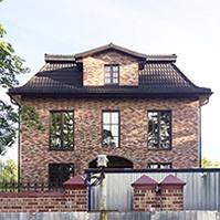 Фасад дома из дорогого кирпича