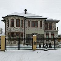 Общий вид дома до отделки фасадными декоративными элементами из пенополистирола