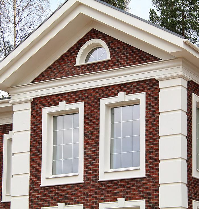 Наличник окна дома с декором